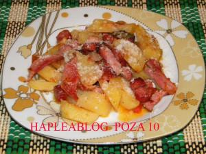 cartofi cu carnati la cuptor 10