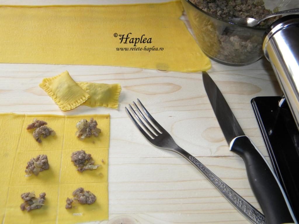 ravioli cu carne si sos de gorgonzola poza 6