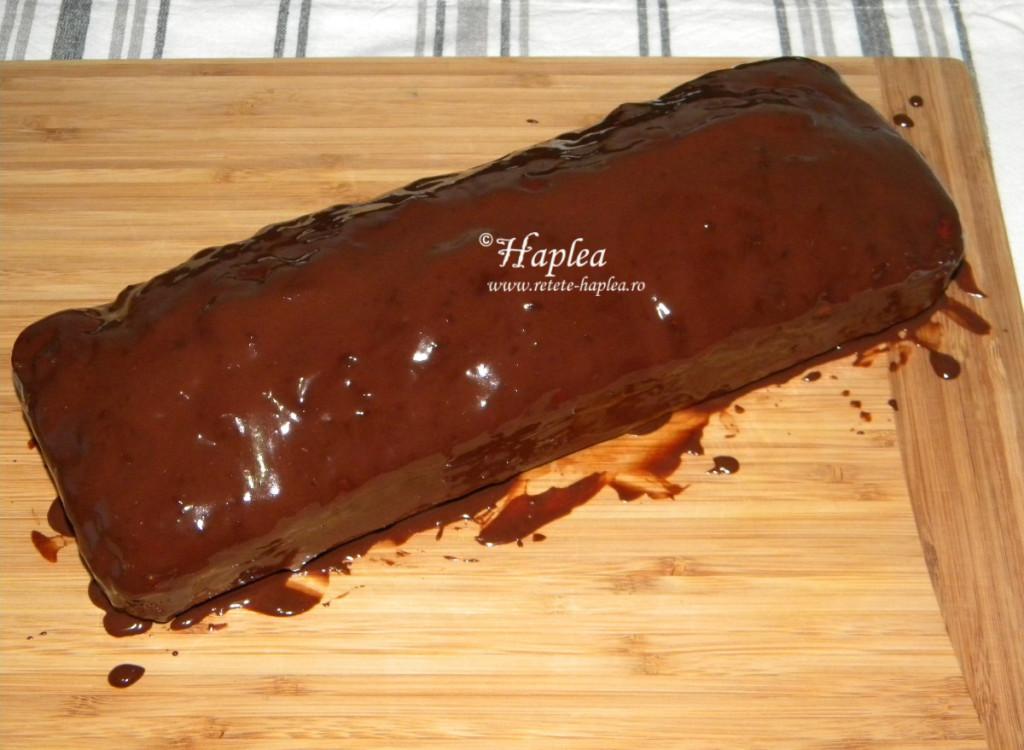 chec imbracat in ciocolata poza 8