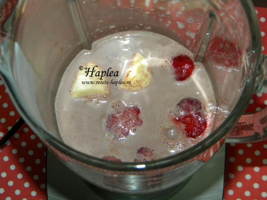 milkshake cu cacao si fructe poza 2
