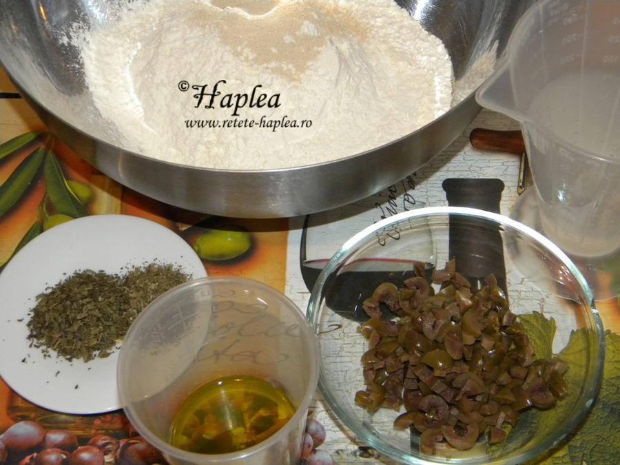 paine-mediteraneana-cu-masline-poza-1