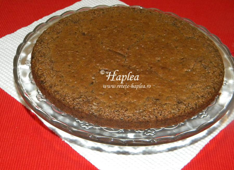tort-ciocolatos-cu-bezea-si-crema-de-vanilie-poza-10