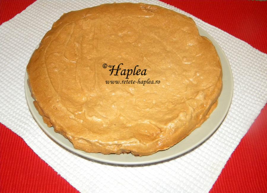 tort-ciocolatos-cu-bezea-si-crema-de-vanilie-poza-5