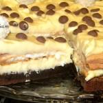TORT CIOCOLATOS CU BEZEA SI CREMA DE VANILIE