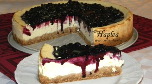 cheesecake cremos cu sirop de afine de padure poza final