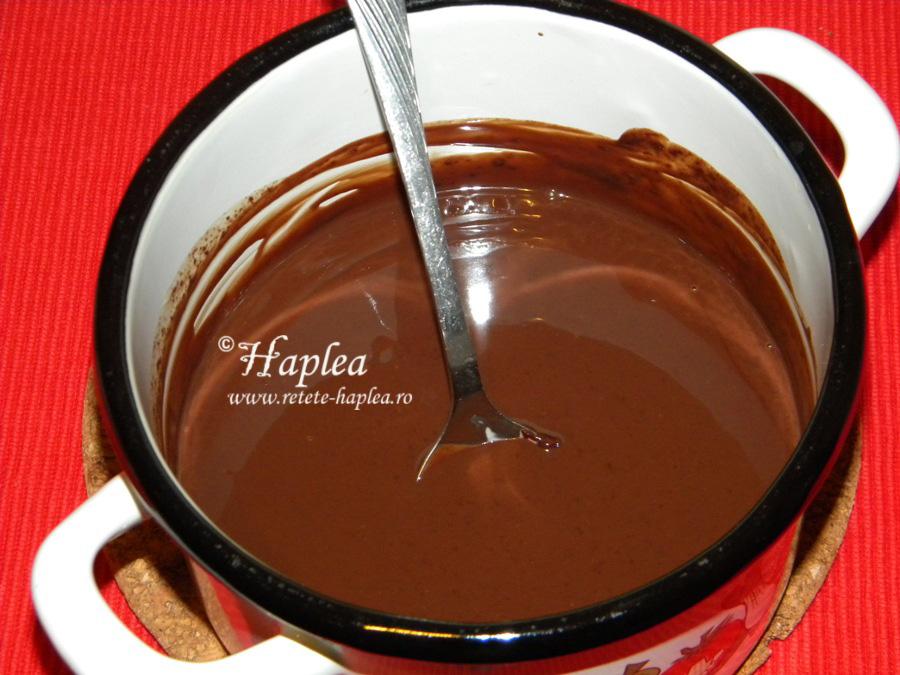 prajitura cu banane , frisca si ciocolata poza 6