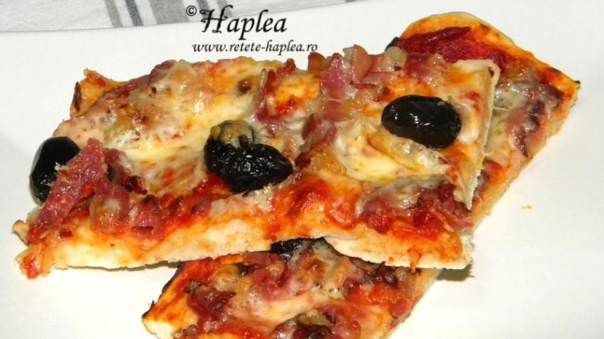 pizza rapida cu aluat nedospit poza final
