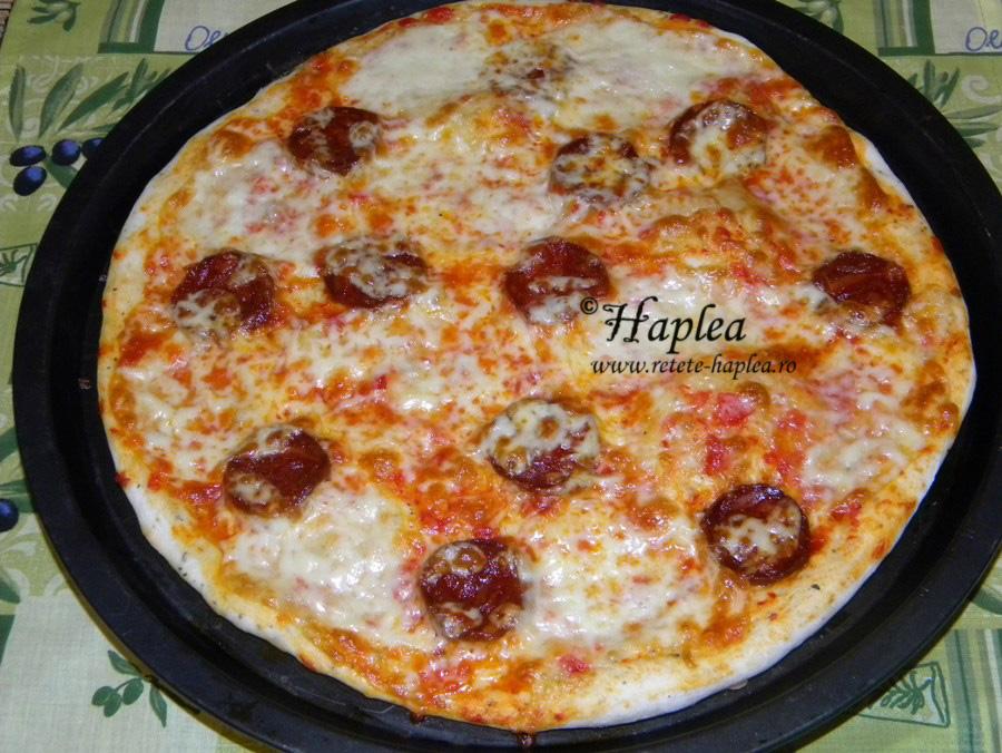 pizza cu salam chorizo si mozzarella poza 5