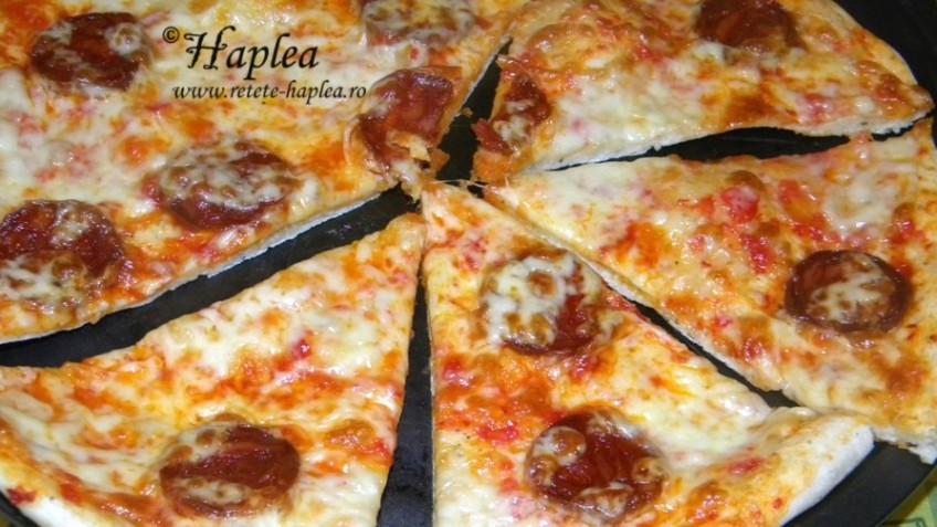 pizza cu salam chorizo si mozzarella poza final