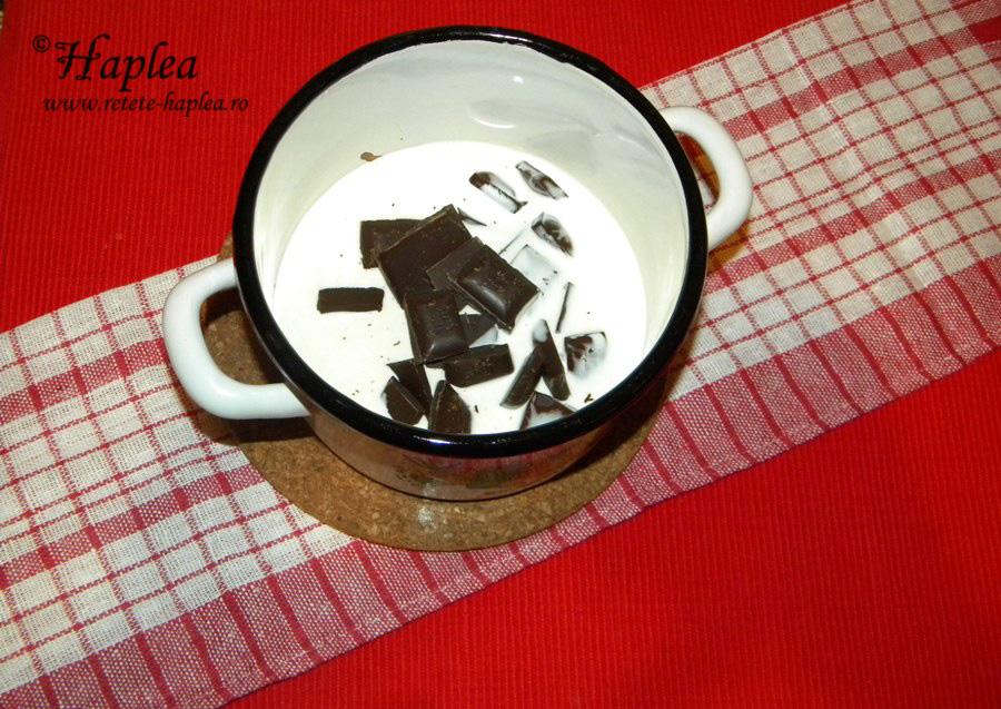 pavlova cu ganache de ciocolata si banane poza 2