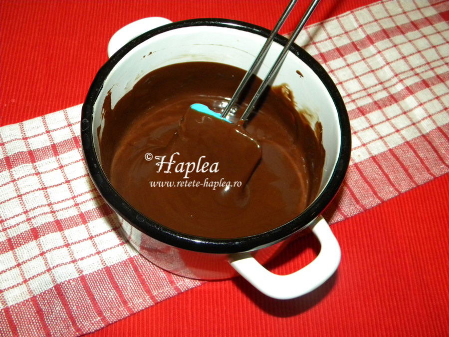 pavlova cu ganache de ciocolata si banane poza 3