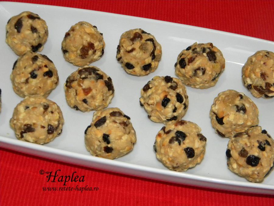 delicii cu biscuiti si fructe confiate poza 4