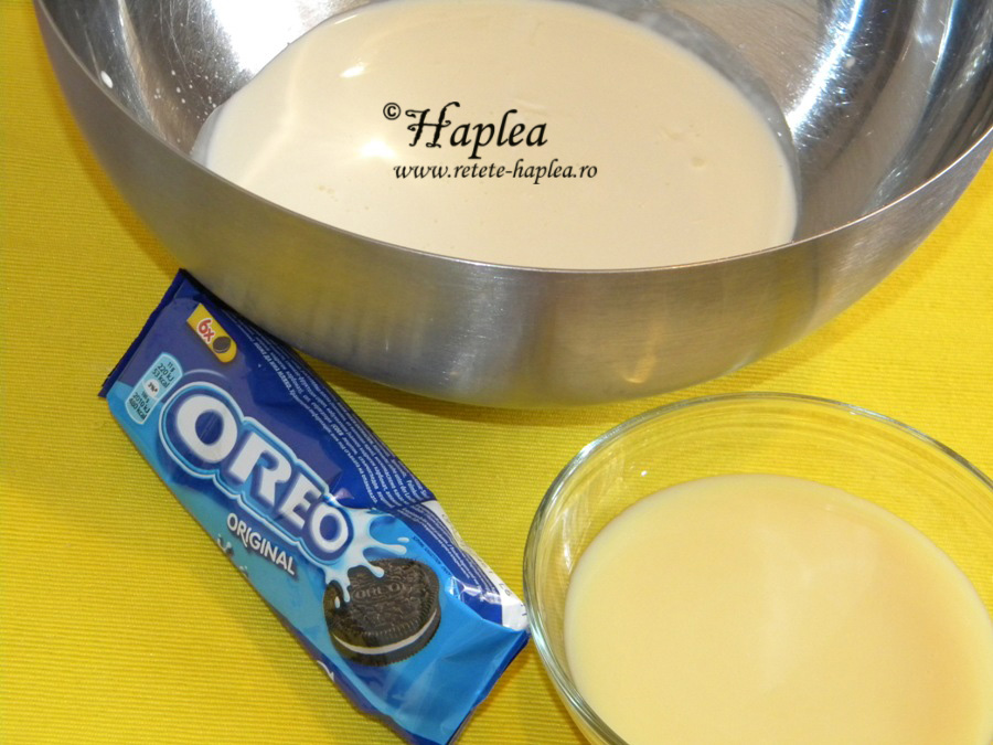 inghetata cremoasa cu lapte condensat si biscuiti oreo poza 1