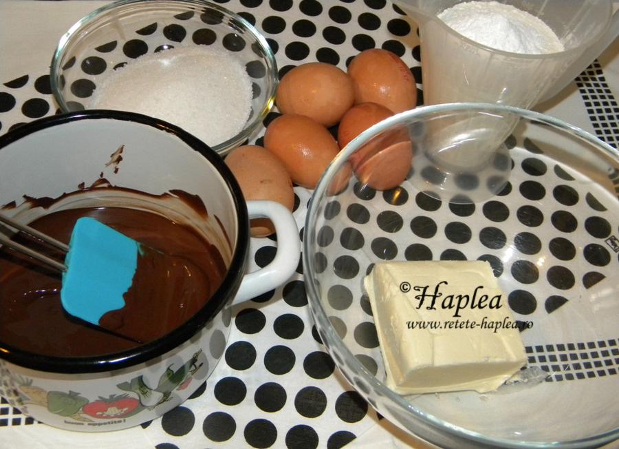 tort ciocolatos cu crema caramel poza 1