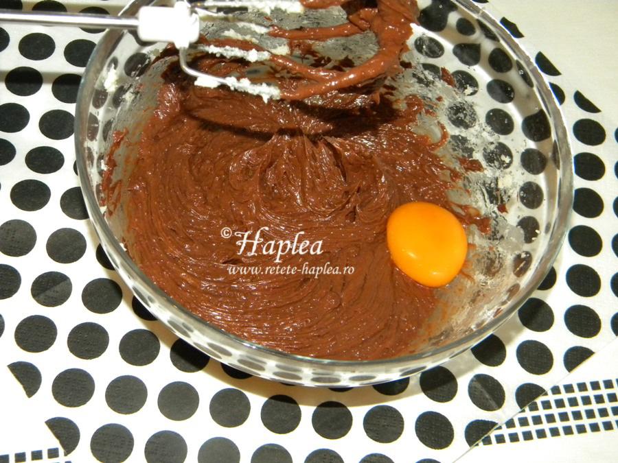 tort ciocolatos cu crema caramel poza 4