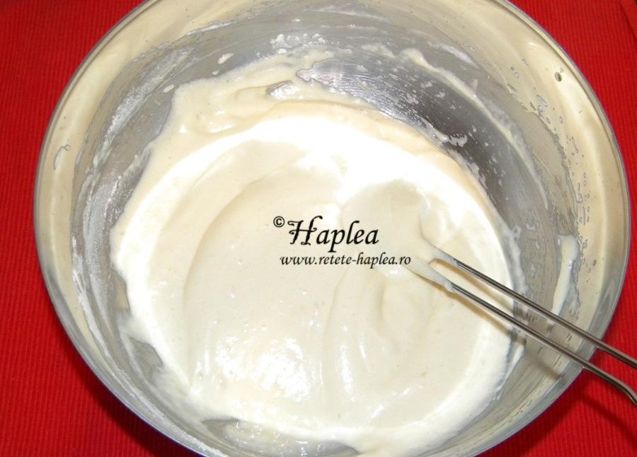 prajitura cu crema din lapte condensat si topping de fructe poza 6