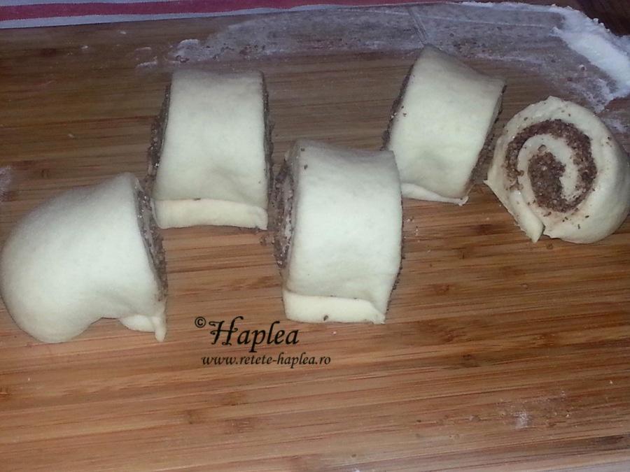 cinnamon rolls-melci cu nuca si scortisoara poza 6