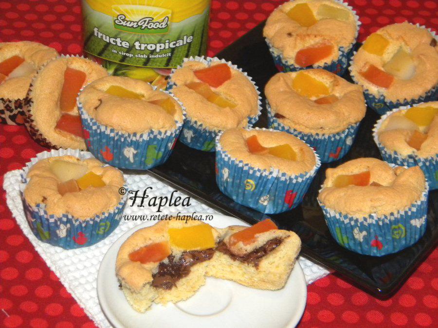 muffins cu nutella si fructe tropicale