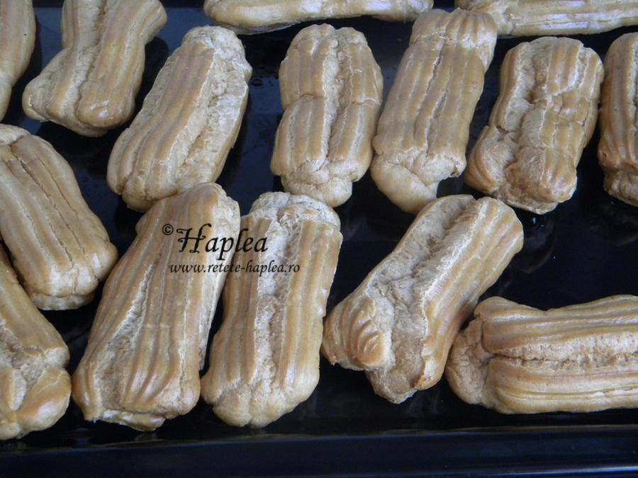 eclere cu crema de vanilie si glazura de cioolata 2