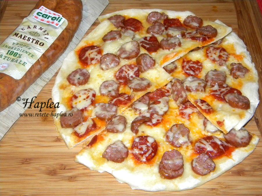 pizza cu carnati