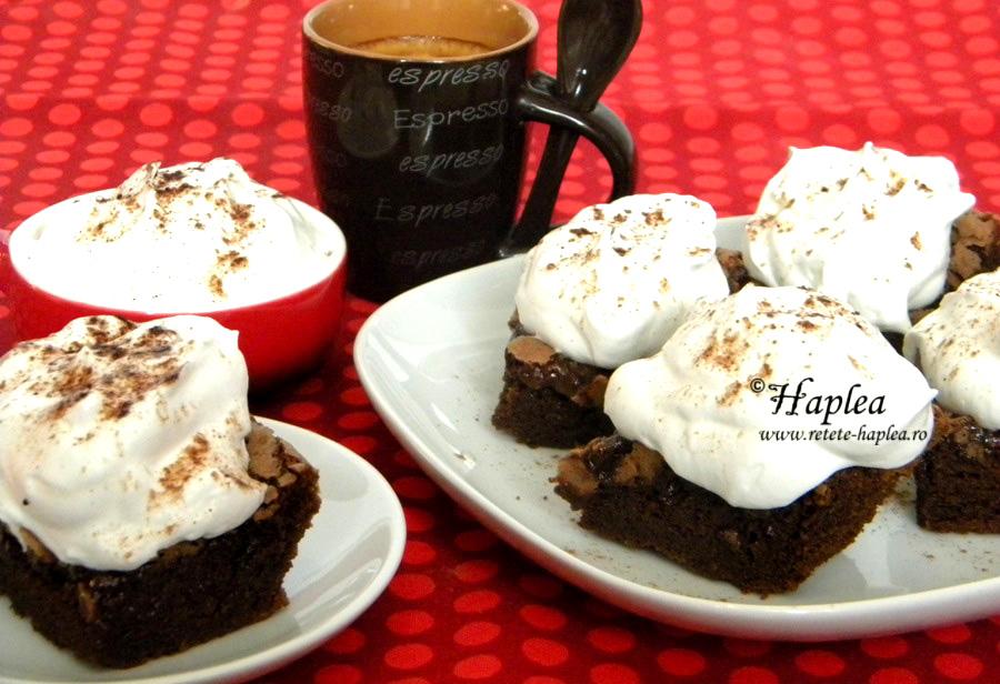 brownies cu frisca si capsune